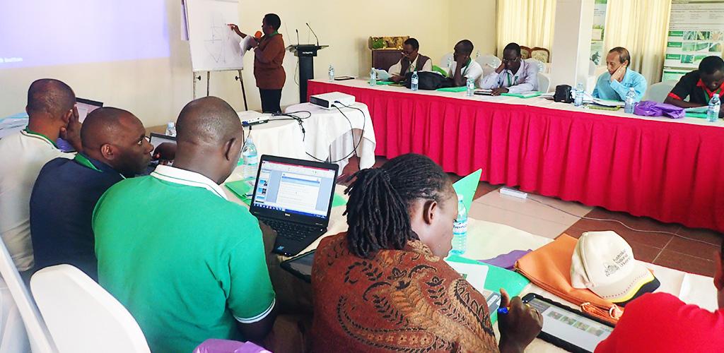 Workshop helad at NARO (Uganda), photo by Rachel Chase